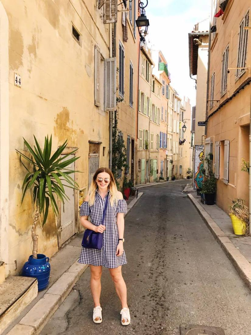 Exploring Le Panier, Marseille, in gingham dress
