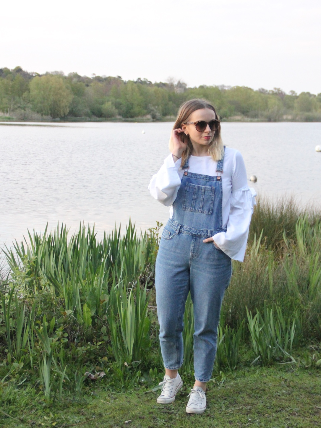 Casual weekend white and denim look