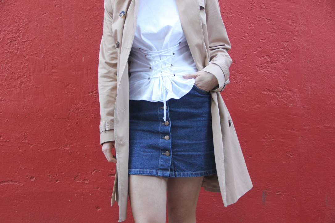 Lace up tshirt and trench coat