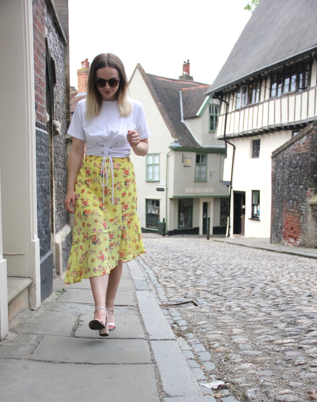 How to style a yellow midi skirt