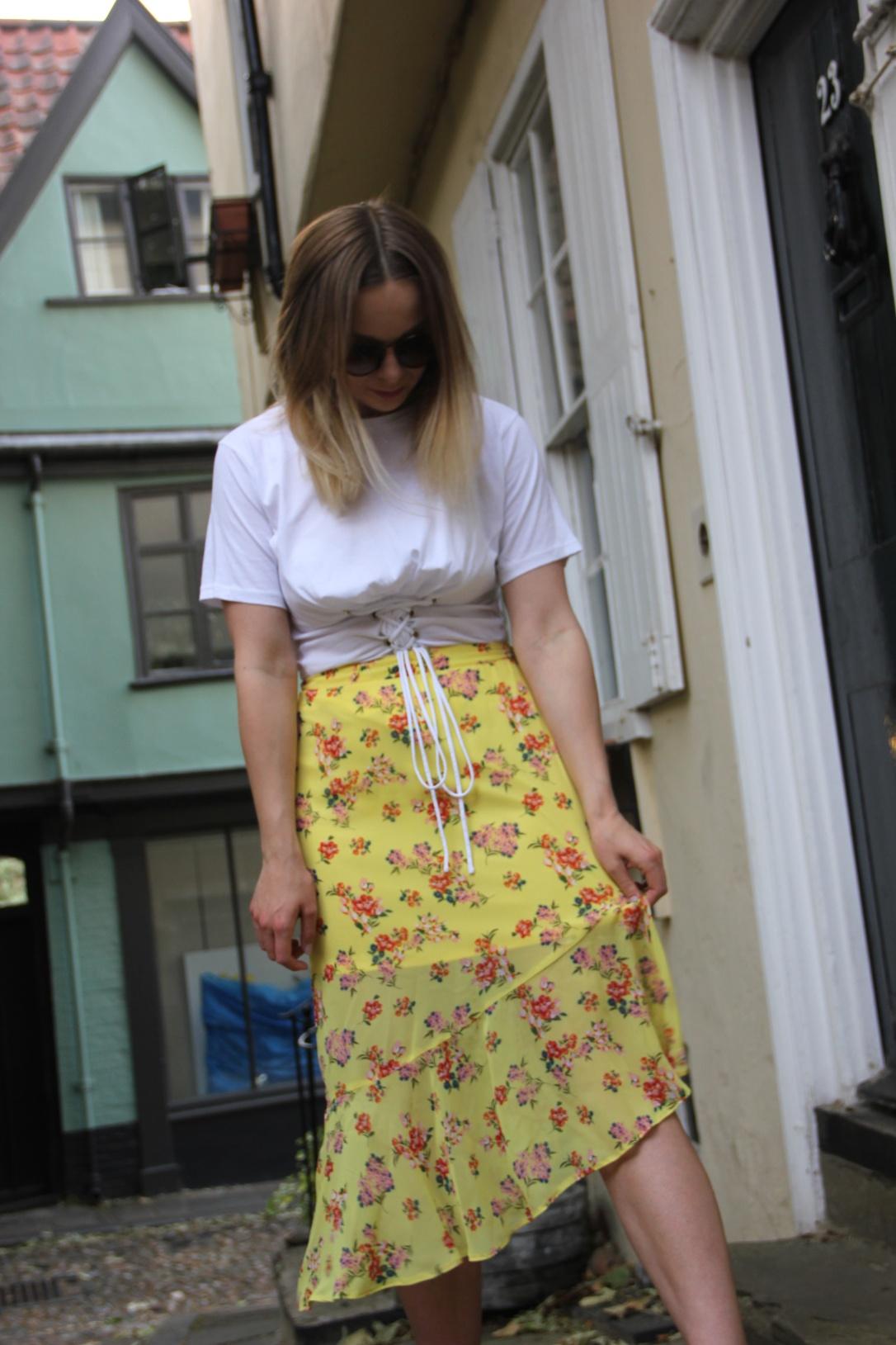 Styling a yellow skirt