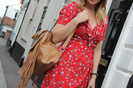 What to wear with a red tea dress