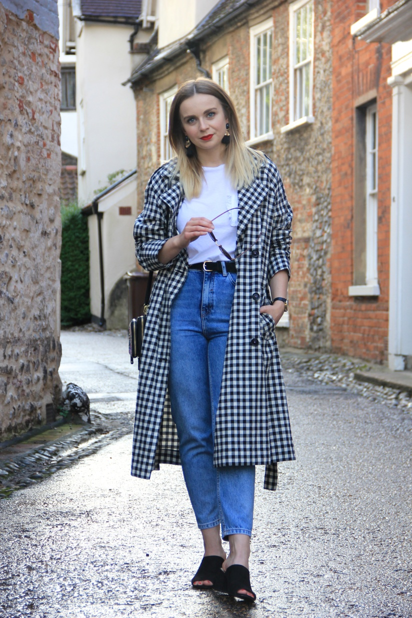 Jeans, tee and gingham trench