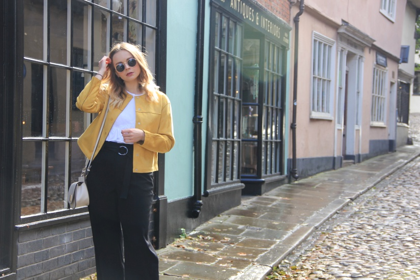Yellow jacket autumn outfit