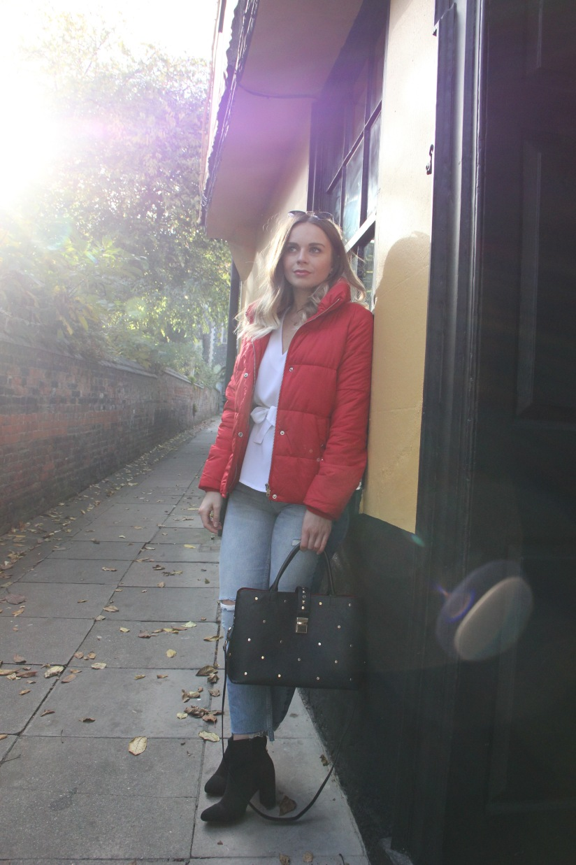 How to wear a red puffa jacket