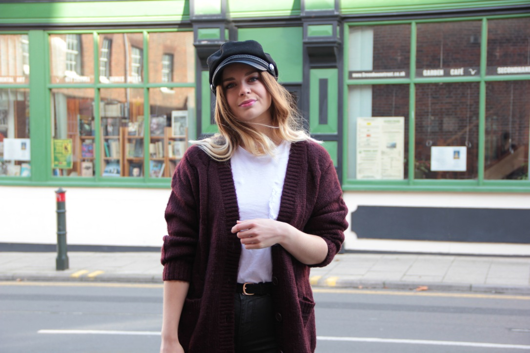 Oversized cardigan and baker boy hat