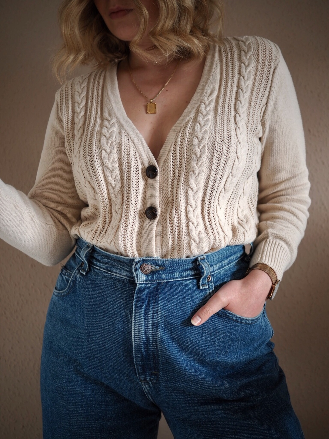 Vintage mom jeans and cable knit cardigan